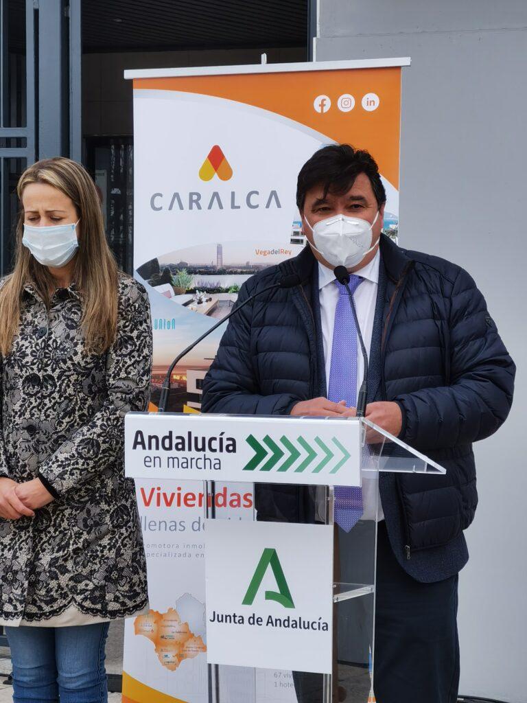 Gabriel Cruz, Alcalde de Huelva, en Edificio La Unión, viviendas de alquiler en Huelva promovidas por Caralca